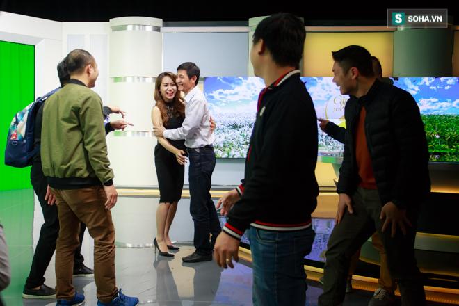 Cận cảnh buổi làm việc cuối cùng của BTV Trúc Mai tại VTV - Ảnh 11.