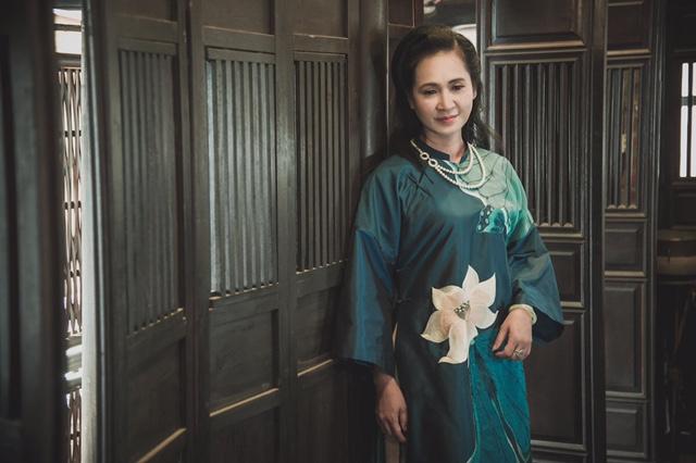NSND Lan Hương làm người mẫu sau khi nghỉ hưu  - Ảnh 1.