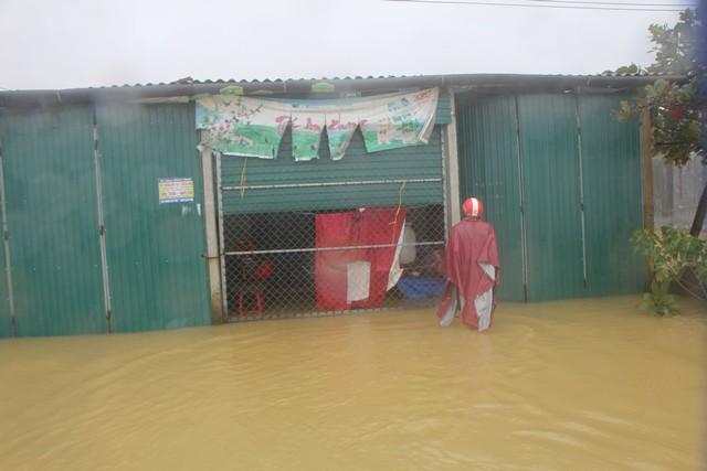 Mưa lớn, thủy điện xả lũ khiến Huế ngập nặng lần thứ 2 trong nửa tháng - Ảnh 3.
