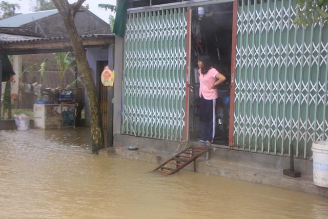 Mưa lớn, thủy điện xả lũ khiến Huế ngập nặng lần thứ 2 trong nửa tháng - Ảnh 1.