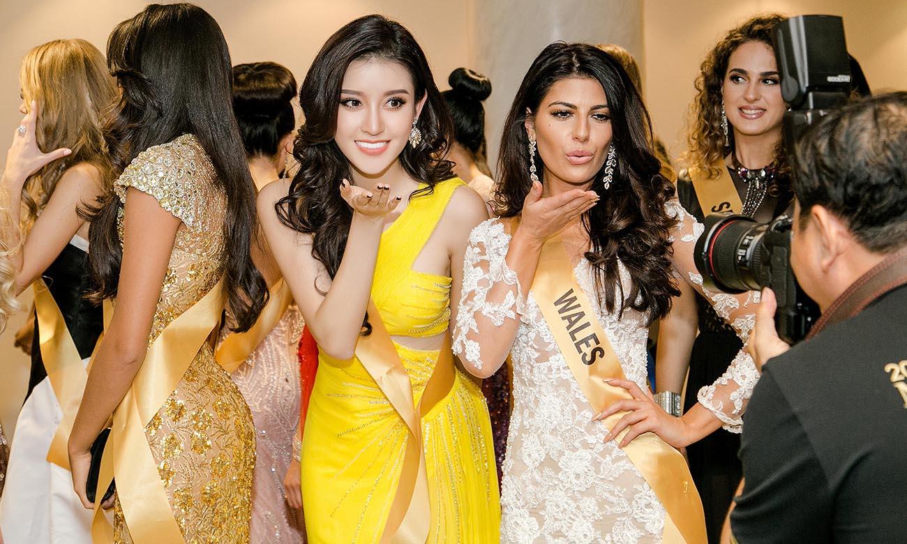 Thời Trang: Huyền My lộng lẫy đáng kinh ngạc giữa dàn thí sinh Hoa hậu Hòa bình Quốc tế nhờ chiếc đầm vàng