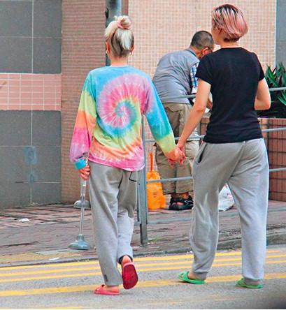Con gái chưa 18 tuổi của Thành Long lại bỏ nhà theo người yêu đồng giới  - Ảnh 3.
