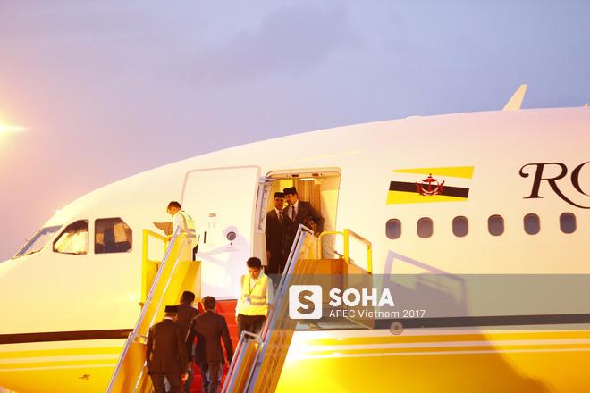 Quốc vương Brunei tự lái Cung điện bay siêu sang A340-212 tới Đà Nẵng dự APEC - Ảnh 1.