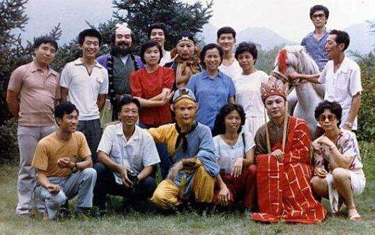 Lục Tiểu Linh Đồng vong ân bội nghĩa, chèn ép đạo diễn (P3) - Ảnh 2.
