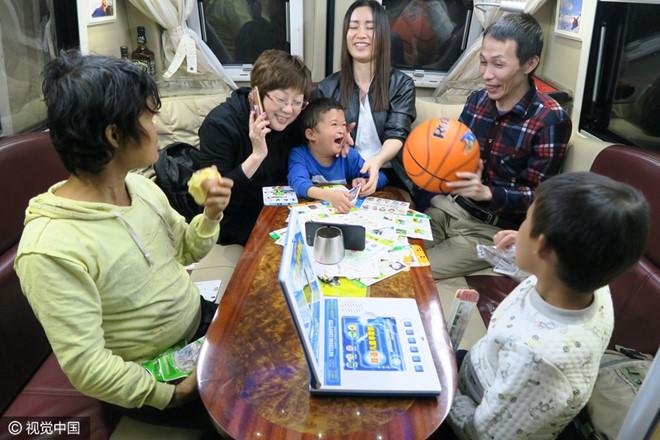 Cậu bé nghèo biến thành cỗ máy kiếm tiền, tấn công làng giải trí nhờ giống hệt Jack Ma - Ảnh 9.