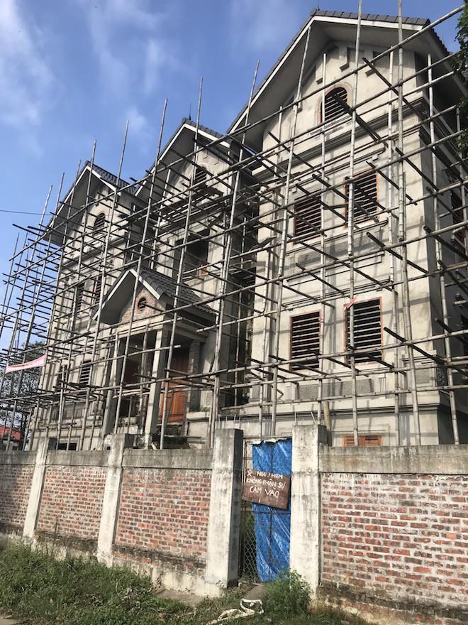 Căn biệt thự mà Giám đốc Sở góp vốn tạo lập được xây thô với giá 1,2 tỷ đồng - Ảnh 2.