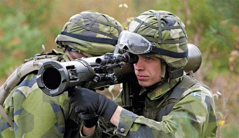 Kinh hoàng súng chống tăng Carl Gustav bắn xuyên táo xe chiến đấu bộ binh BMP-1