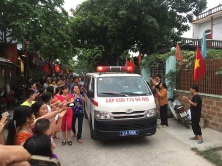Người dân Đồng Tâm vỗ tay khi cụ Lê Đình Kình về làng - Ảnh 1.