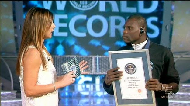 Dị nhân: Chàng trai được chứng nhận kỷ lục Guinness miệng rộng nhất thế giới - Ảnh 2.