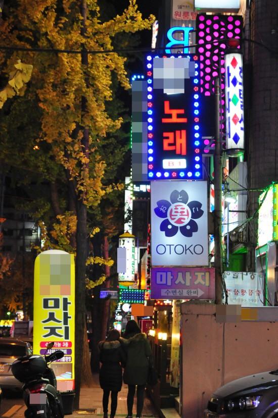 Bộ mặt ông bố Hàn Quốc: Lấy tiền từ thiện để chơi bời, lập đường dây mại dâm - Ảnh 2.