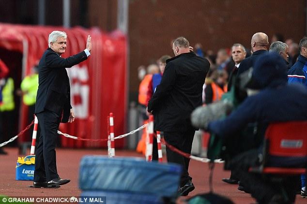 """Những màn """"võ chợ"""" trứ danh của Mourinho khiến đối thủ chào thua - Ảnh 1."""
