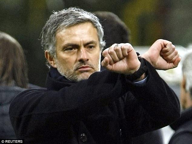 """Những màn """"võ chợ"""" trứ danh của Mourinho khiến đối thủ chào thua - Ảnh 4."""