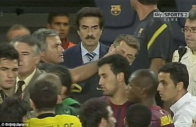 """Những màn """"võ chợ"""" trứ danh của Mourinho khiến đối thủ chào thua - Ảnh 5."""