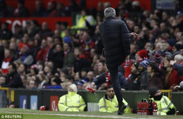 """Những màn """"võ chợ"""" trứ danh của Mourinho khiến đối thủ chào thua - Ảnh 9."""