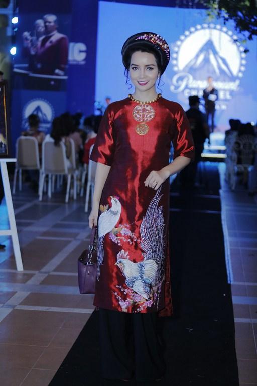 Phi Thanh Vân diện đầm gợi cảm thu hút sự chú ý - ảnh 4
