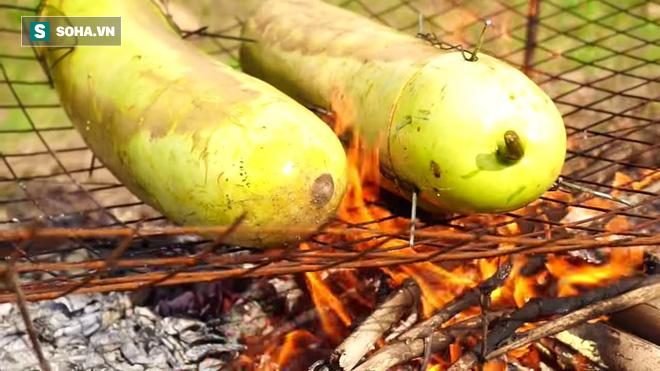 Độc đáo món gà nướng thơm lừng trong quả bí: Bữa trưa khác lạ cho dân phượt - Ảnh 6.