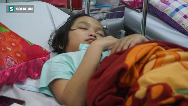 Bé gái 15 tuổi bị u não suốt 2 năm không ăn cơm, chỉ uống nước đá - Ảnh 2.