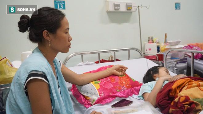 Bé gái 15 tuổi bị u não suốt 2 năm không ăn cơm, chỉ uống nước đá - Ảnh 1.