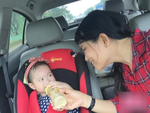 Mẹ vợ của Lý Hải trẻ đẹp khiến nhiều người lầm tưởng là chị gái Minh Hà - Ảnh 8