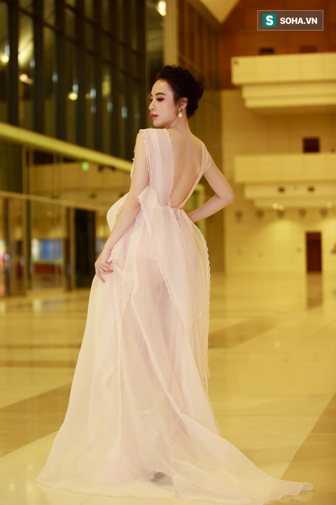 Huyền My, Phạm Hương khoe vẻ đẹp quyến rũ với phong cách lạ - Ảnh 9.