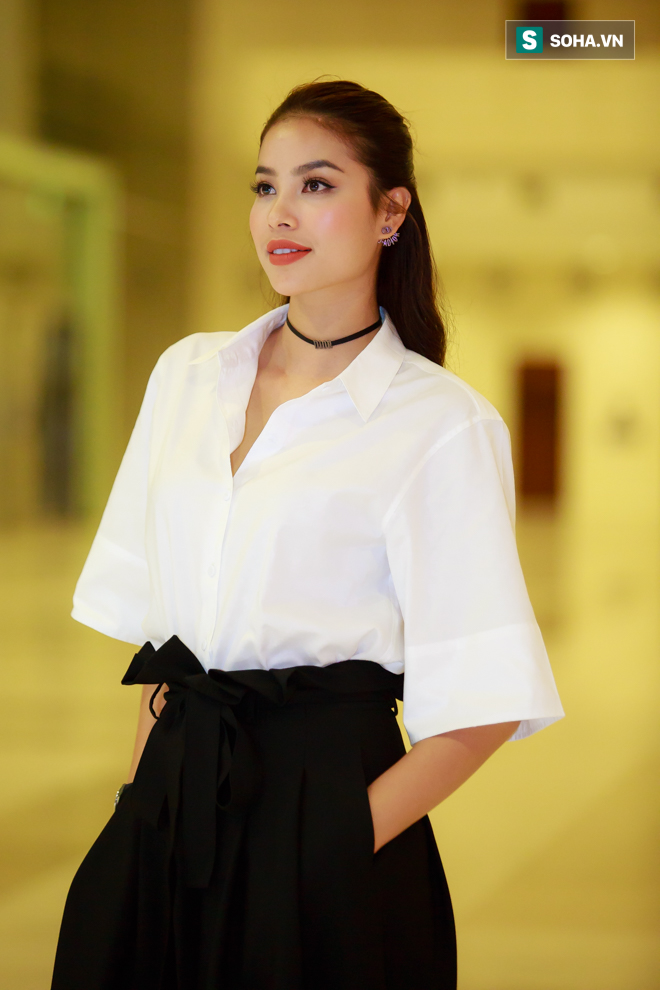 Huyền My, Phạm Hương khoe vẻ đẹp quyến rũ với phong cách lạ - Ảnh 2.