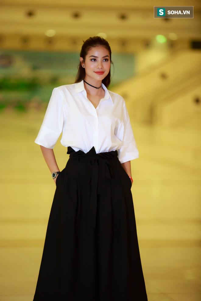 Huyền My, Phạm Hương khoe vẻ đẹp quyến rũ với phong cách lạ - Ảnh 3.