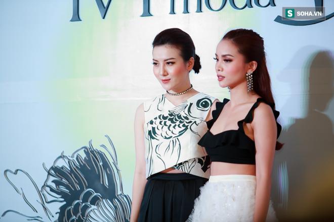 Huyền My, Phạm Hương khoe vẻ đẹp quyến rũ với phong cách lạ - Ảnh 10.
