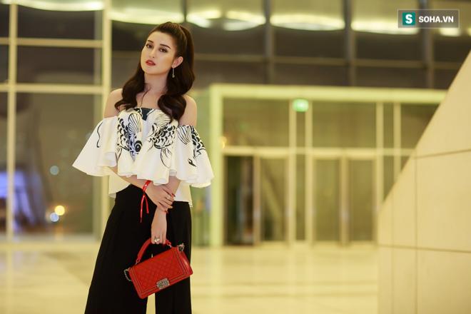 Huyền My, Phạm Hương khoe vẻ đẹp quyến rũ với phong cách lạ - Ảnh 8.