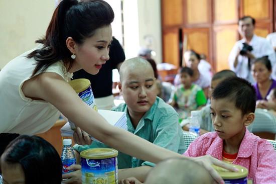 Đặng Thu Thảo có làm mất giá trị của Hoa hậu Việt Nam như lời NTK Việt Hùng nói? - Ảnh 16.
