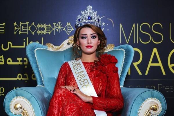 Vì bức ảnh này, cả gia đình Hoa hậu Iraq phải trốn chạy khỏi quê hương - Ảnh 1.