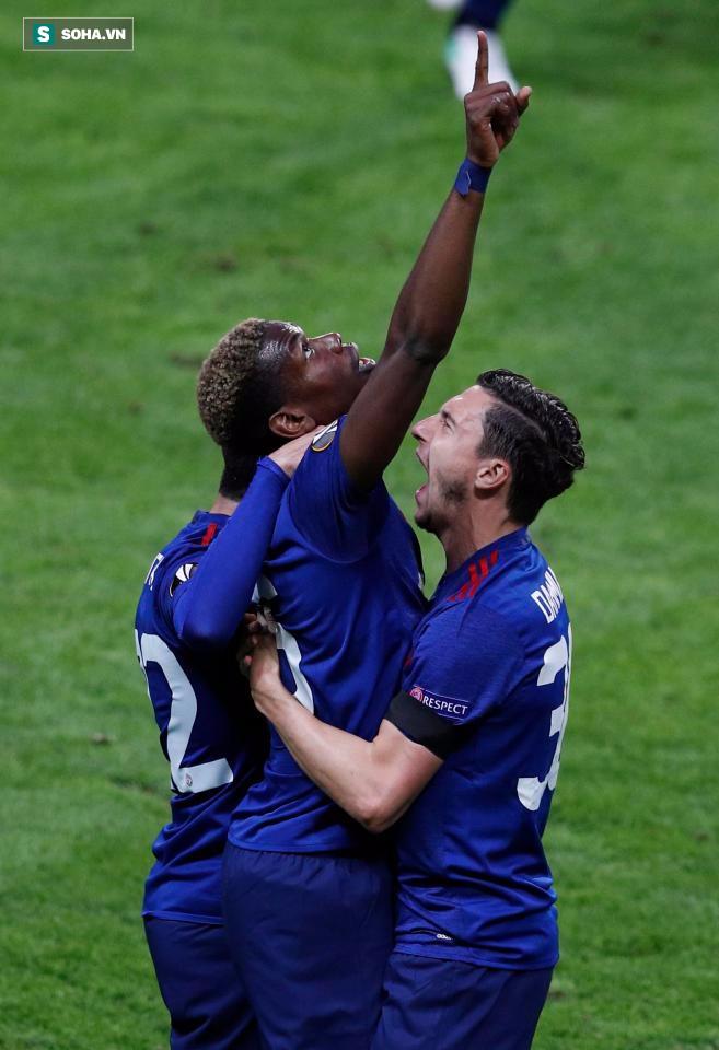 """Mourinho hóa """"trẻ nhỏ"""" trong ngày Man United đoạt cúp - Ảnh 17"""