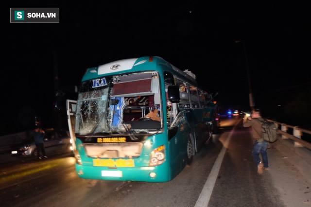 Hiện trường vụ nổ xe khách khiến 2 người tử vong ở Bắc Ninh - Ảnh 1.