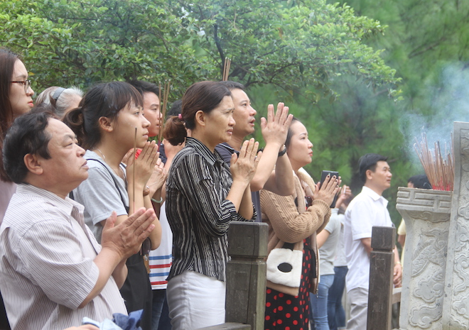 Nhiều người đội mưa đến dâng hương mộ Đại tướng trước ngày 27/7 - Ảnh 8.