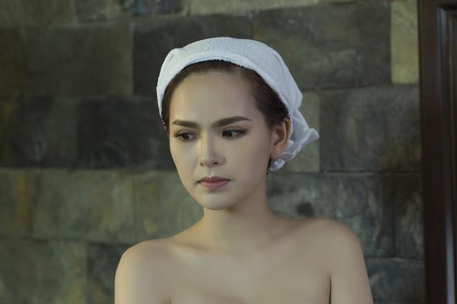 Sau Lời nguyền gia tộc, Phi Huyền Trang lại tiếp tục sexy - Ảnh 4.