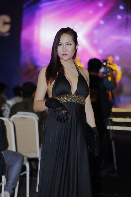 Phi Thanh Vân diện đầm gợi cảm thu hút sự chú ý - ảnh 3