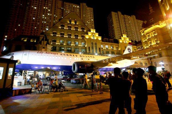 Doanh nhân Trung Quốc chi hơn 27 tỷ đồng mua máy bay cũ để cải tạo thành nhà hàng, thu hút khách du lịch về vùng quê - Ảnh 8.