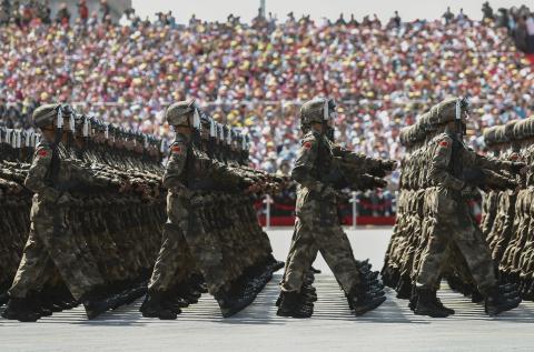 Quân đội Trung Quốc tự tin cắt giảm 30 vạn lính: Càng trở nên nguy hiểm - Ảnh 1.