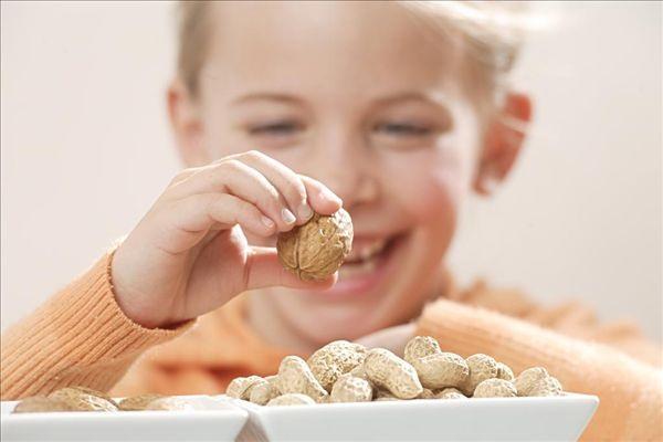 Công dụng kỳ diệu khi mỗi ngày ăn vài hạt lạc - Ảnh 2.