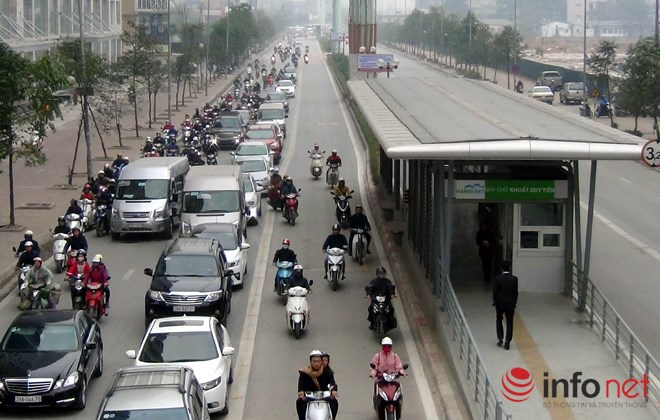 Tại sao CSGT chưa xử lý người chặn đường xe buýt nhanh BRT? - Ảnh 1.