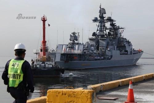 Mục kích chiến hạm lừng danh Nga cập cảng Philippines - Ảnh 1.