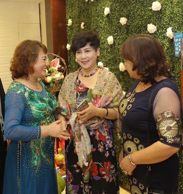 Vừa về hưu, nghệ sĩ Minh Hằng cũng chia tay Táo quân 2017 - Ảnh 1.