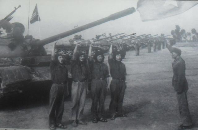 Thiện xạ bất đắc dĩ lập công lớn: Hạ gục 5 xe tăng, đập nát chiến thuật trâu rừng - Ảnh 1.