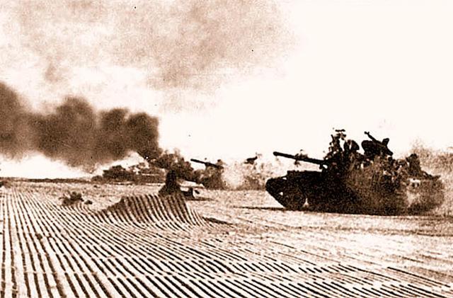Thiện xạ bất đắc dĩ lập công lớn: Hạ gục 5 xe tăng, đập nát chiến thuật trâu rừng - Ảnh 2.