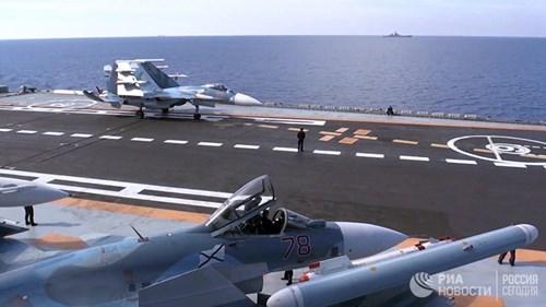 [ẢNH] Khoảnh khắc đẹp của tàu sân bay Nga tham chiến ở Syria - Ảnh 1.