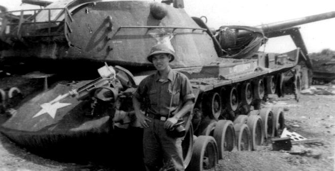Kỳ tích xe tăng Việt Nam: Chỉ 2 thành viên, khoắng xuống biển, xơi tái tàu biệt kích - Ảnh 2.