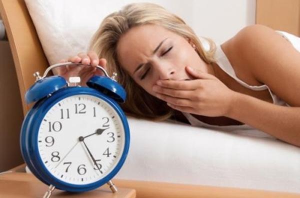 Nếu ngày nào bạn cũng tỉnh giấc vào thời điểm này trong đêm, hãy đi khám sức khỏe ngay - Ảnh 1.