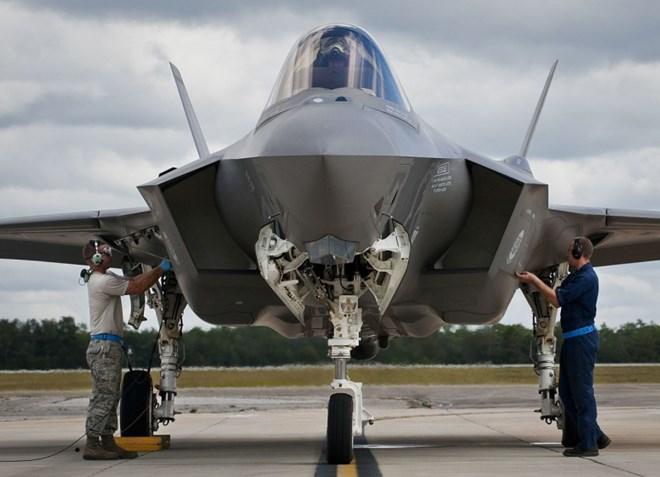 Quan chức Mỹ: F-35 thừa sức đánh bại PAK FA của Nga và J-31 của Trung Quốc - Ảnh 1.