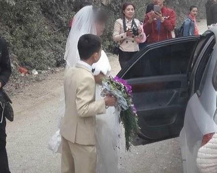 Đám cưới 'nàng Bạch Tuyết và chú lùn' tại Bắc Ninh - ảnh 1