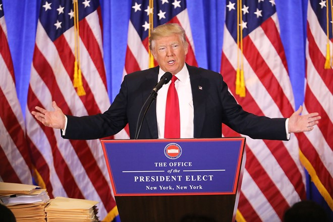 Họp báo, Trump chỉ trích tình báo Mỹ hành xử như phát xít - Ảnh 1.