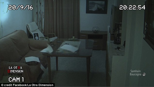 Lắp camera an ninh ở nhà để yên tâm hơn về con gái, ông bố sởn da gà khi xem lại video - ảnh 3
